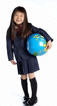 地球儀を持った女の子